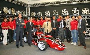 il team di RaceUP e la monoposto
